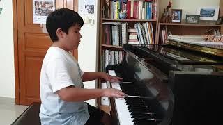"""Pannha Dosan plays """"Holy Holy Holy"""" by Johann Kim"""
