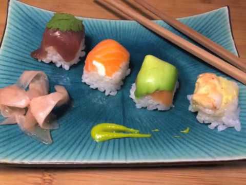 recette-de-sushi-/-maki-(bac-à-glaçon)-rapide-:-thon,-saumon-avocat,-crevette