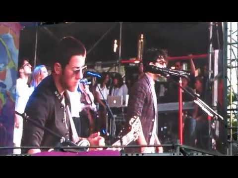 Jonas Brothers Córdoba Argentina Live - Give Love A Try.- 02-03-13