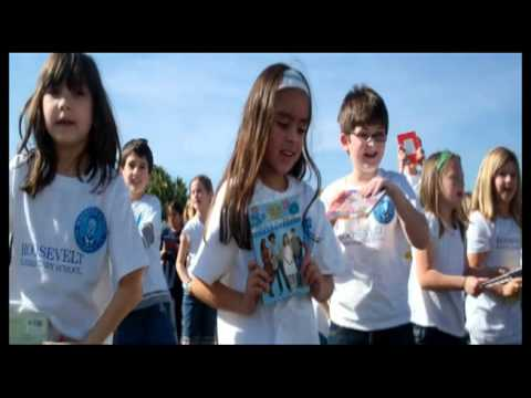 Roosevelt Elementary School - Gotta Keep Reading - Entire School Flash Mob!