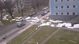 Ветер сдувает с крыши пенопласт(, 2015-05-21T07:46:20.000Z)