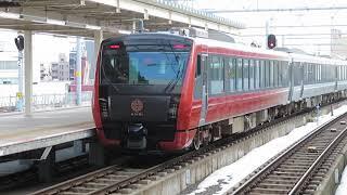 "HB-E300系快速海里 新潟駅発車 JR East HB-E300 series hybrid diesel multiple unit train ""Kairi"""