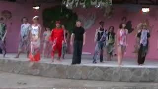 Танец вожатых в лагере