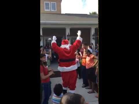 Santa Claus dancing in Orlando