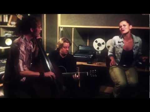 MAI - Beautiful Stranger - acoustic jam