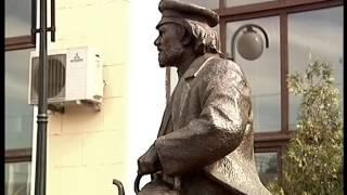 Харьков. Памятник Отцу Федору на железнодорожном вокзале.  2001