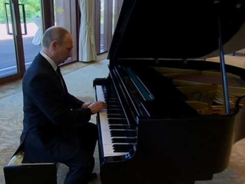 Putin Shows Off Musical Talent on Piano in China