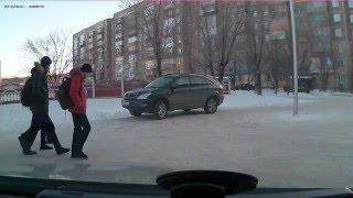 Девочка из школы едет домой за рулём машины(http://oibai.kz - Казахстанские курсы валют в реальном времени. Партнерская программа Youtube с выводом на webmoney https://joi..., 2015-01-28T13:42:42.000Z)