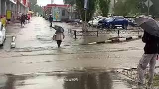 После ливня улица в Саратове превратилась в реку