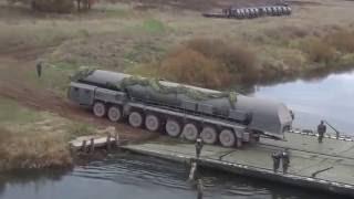 Переправка установки  Ярс  по понтонному мосту