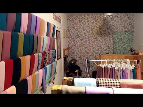 Barli Asmara membuka butik pakaian anak-anak.