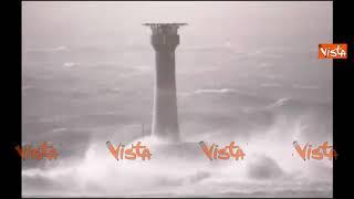 La furia dell'uragano Ophelia allaga l'Irlanda