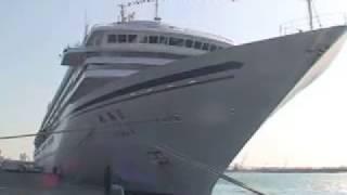 日本最大級客船が石垣入港