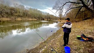 Рыбалка на фидер на реке 2021 Густера пошла