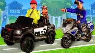 Polis arabası kovalamaca - Oyuncakları olan çocuklar için hikaye - Police Car Chase for kids