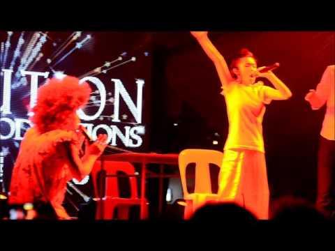 李宝恩, 谢温, Wang Lei and Leon Lim put up a 23mins song and act performance.