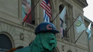 Raw: Chicagos Famous Lions Join Cubs Fan Club