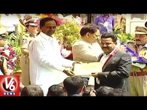 Telangana CM KCR Presents Awards At Golconda Fort | 71st Independence Day | V6 News