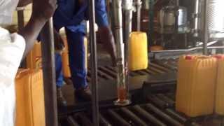 L'huile de coton sort des installations de l'usine OLHEOL de Bouaké