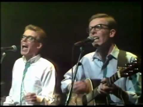 Proclaimers : Throw the R Away - Live on The Tube (debut performance)