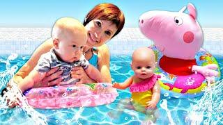 Беби Бон в бассейне - Маша Капуки и Карл купаются с игрушками - Мамина школа