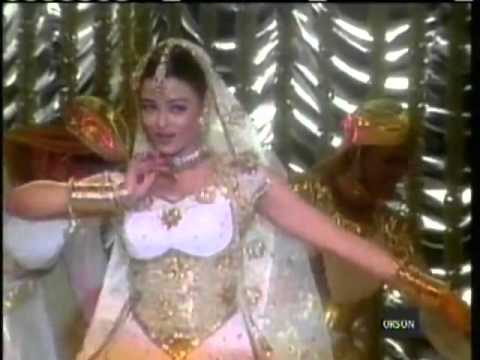 Aishwarya Rai Performs Classic Bollywood Mujra Concert) MUST SEE!