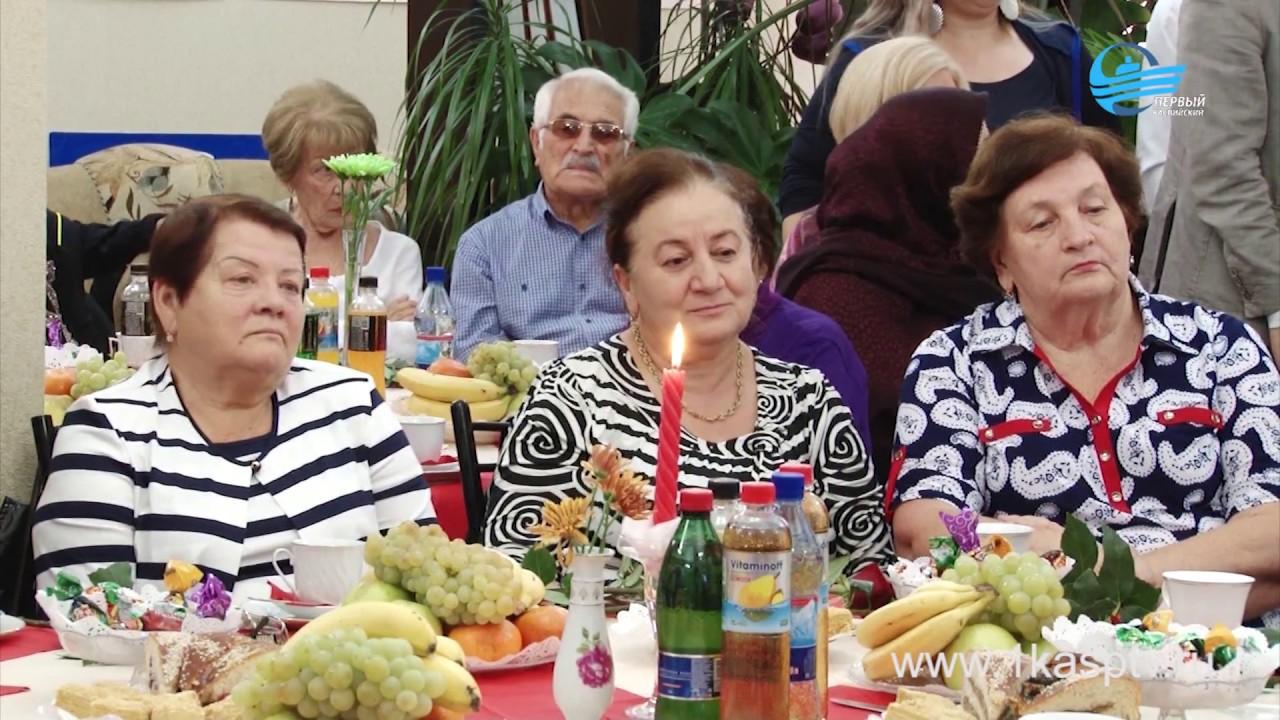 «Они ровесники города». Старожил Каспийска поздравили с осенними праздниками