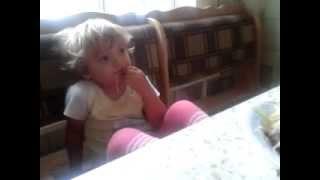 Лина кушает лапшу