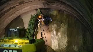 上信越自動車道観音平トンネル貫通の瞬間