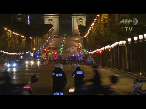 One policeman killed, two wounded in Champs Elysees shooting