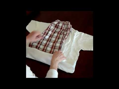 How to pack light - Roll Pyjama (t-shirt + shorts)