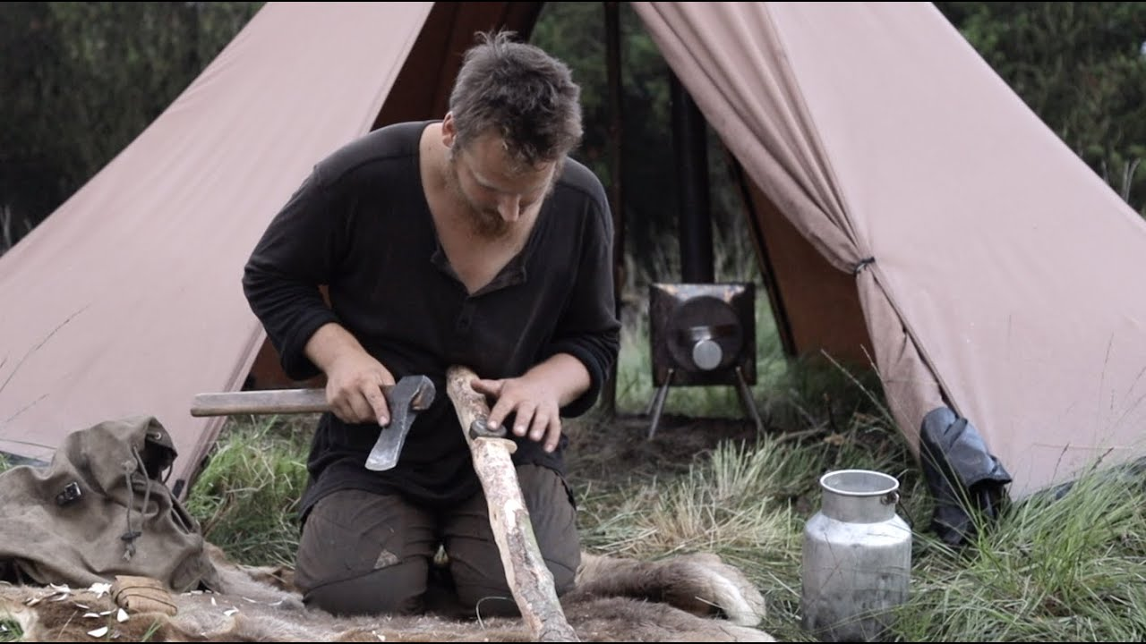 3 days solo bushcraft trip - hot tent, rain, bats, sharpening tools, sea and forrest, cooking meat