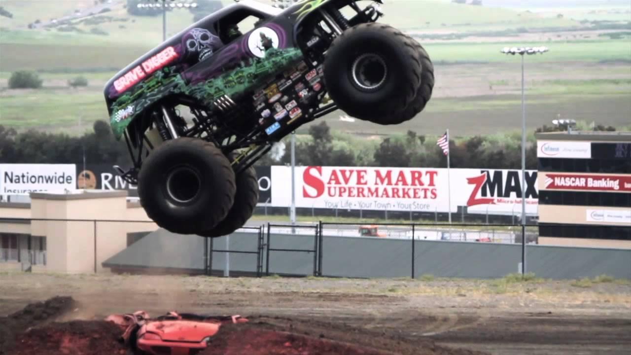 Grave Digger Monster Truck Mayhem Youtube