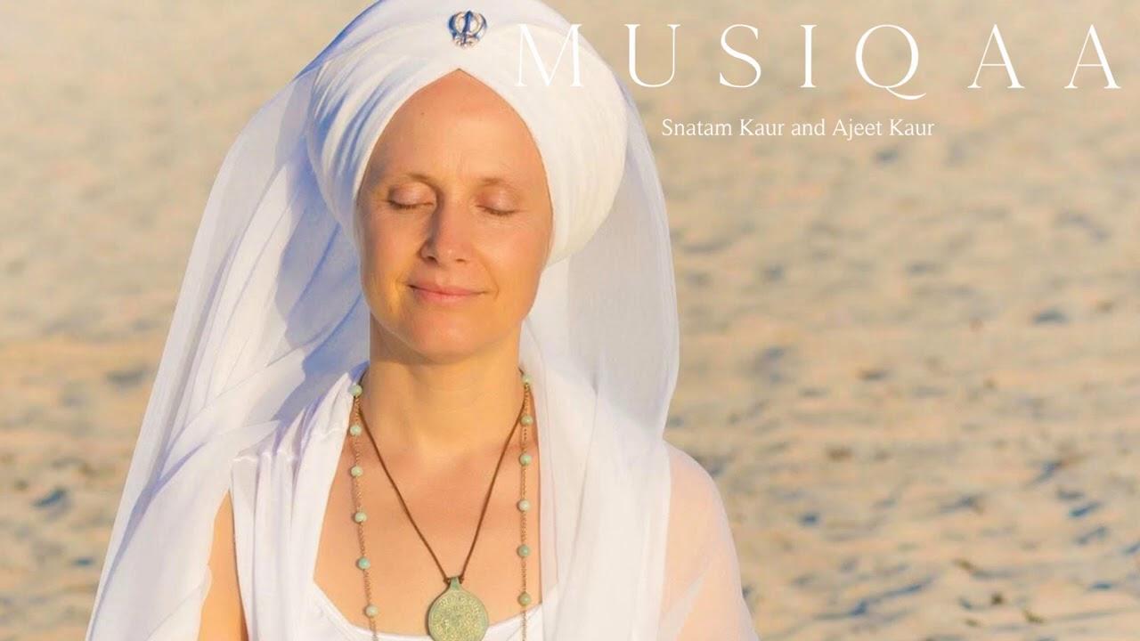 Download Snatam Kaur and Ajeet Kaur ⋄ Sacred Chants