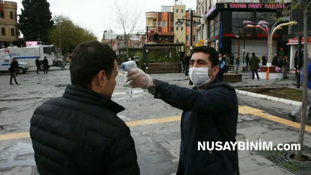 Nusaybin'de sokaklarda vatandaşların ateşi ölçülüyor