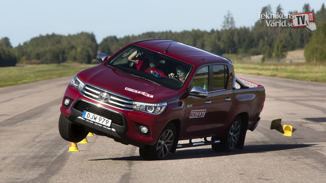 e326a70526 The new Toyota Hilux 2016 fails moose test - YouTube