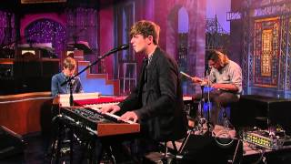 "James Blake - ""Retrograde"" (Live on David Letterman, HD)"
