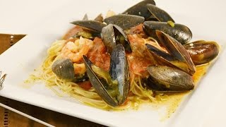 Mussels Marinara Recipe - How To Clean And Debeard Mussels | Radacutlery.com
