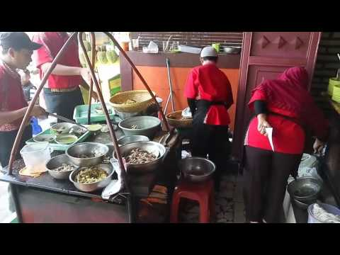 empal-gentong-mang-darma,-krucuk,-cirebon