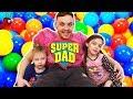 Ne jucam cu Tati | Invatam Culorile cu Mingiute Colorate | Video Educativ pentru copii