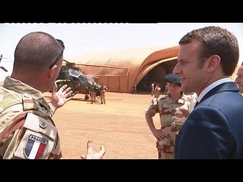 Mali : le président français auprès des troupes françaises à Gao