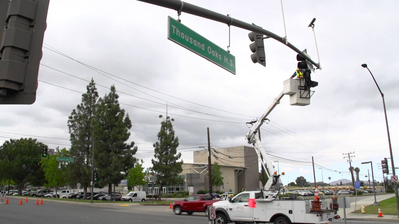 Yellow Flashing Traffic Signal Instillation Begins In Thousand Oaks Light Wiring Ca