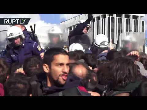 RAW: Angry protesters strom Greek labour ministry, violent clashes erupt