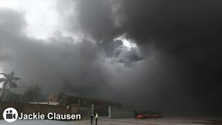 Repeat youtube video Plume of black smoke stretches 20km from Durban warehouse fire