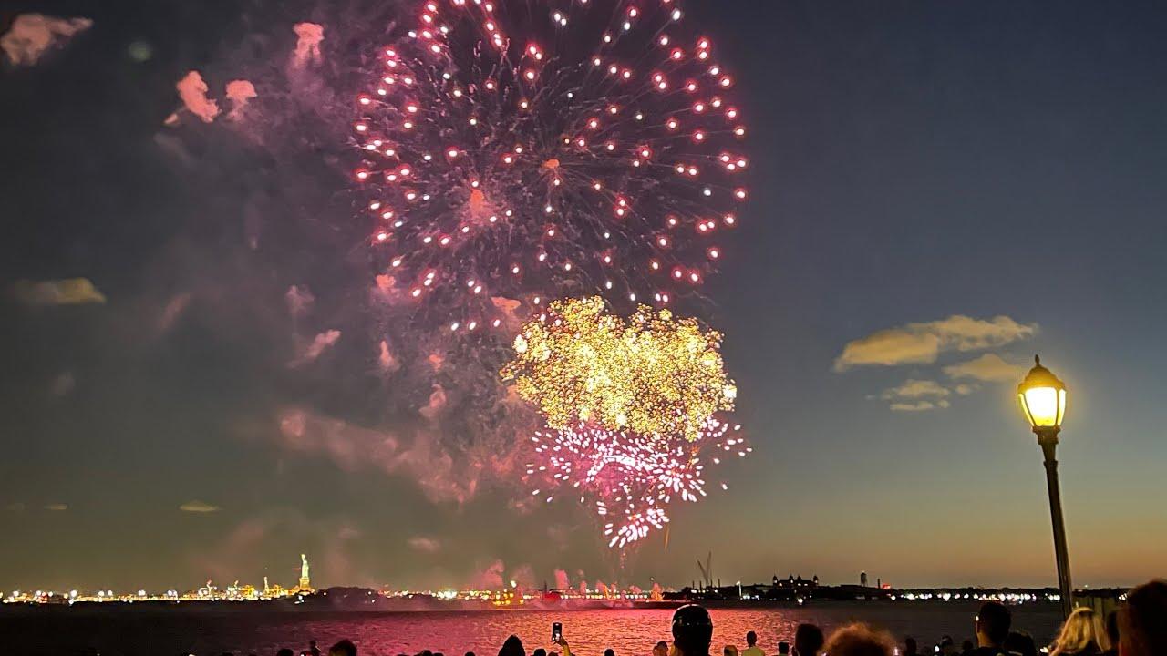 清晰版 纽约 全面解禁了!并释放烟花庆祝!New York unlock and release fireworks to celebrate历经472天今天6月15日纽约人终于又迎来了一个新的里程碑