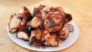 Шашлык из курицы. Маринад для куриного шашлыка - лук, перец и уксус.