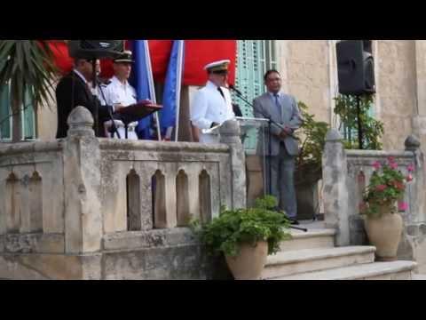 Dr. Shaddad Attili Chevalier dans l'Ordre national de la Légion d'Honneur.