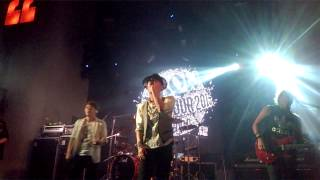 Flow - Black and White (Flow World Tour 2015 Live in Salvador)