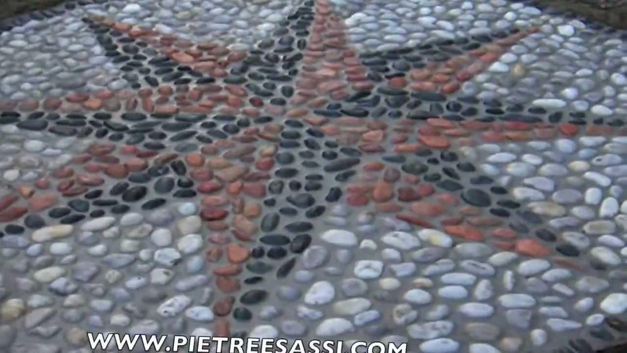 Pietreesassi pavimento esterno in ciottoli con rosa dei venti