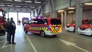 Uitruk brandweer Antwerpen gefilmd vanuit de kazerne. 15-04-2017